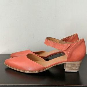 NWOT Gorgeous Sundance shoes
